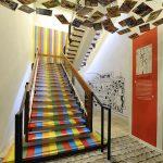 Vue de l'exposition : escalier. Image : nicolas adam studio - architecte scénographe