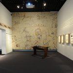 "Vue de l'exposition : salle ""formation"". Image : nicolas adam studio - architecte scénographe"