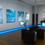 La pente de la rêverie, un poème, une exposition, vue de la salle 4. Huiles sur toile et livre peint d'Anne Slacik. Espace vidéo dédié aux poètes