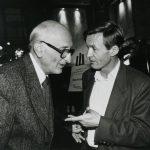 Jérôme Lindon et Jean Echenoz en 1995, lors d'une réception donnée par les Éditions de Minuit à l'occasion du Prix Novembre décerné aux Grandes Blondes © Louis Monier