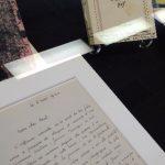 Un exemplaire de Blessure (1945), à côté d'une lettre qu'un ami de Willems lui écrit, dans laquelle il revient sur le décès de son frère